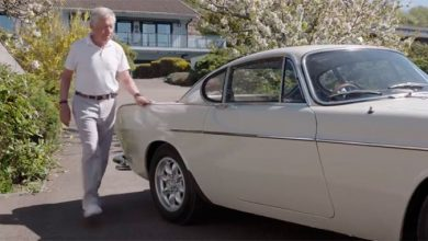 roger 390x220 - Roger Moore é homenageado pela Volvo um ano após sua morte