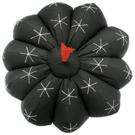 339617 799916 coroa de frade almofada red. 30 web  468x468 - Tok&Stok traz novidades em linhas assinadas e produtos artesanais