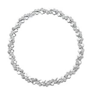 340381 802550 tiffany paper flowersa   diamond cluster necklace in platinum 75 000.00 web  - Tiffany & Co. celebra lançamento da coleção Paper Flowers em Londres