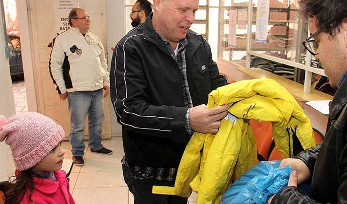 EntregaAgasalhosArrecadadosSenai 003 690x405 - Senai de Esteio doa mais de 200 peças para a Campanha do Agasalho