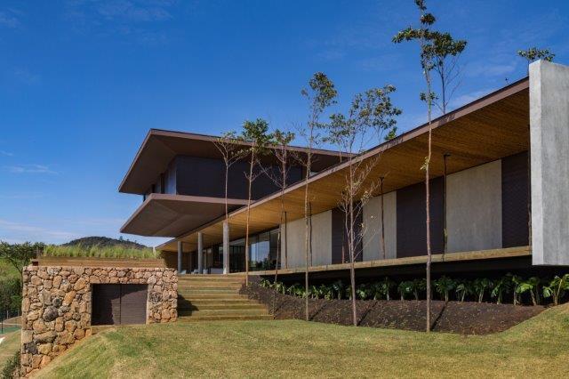 Padovani Arquitetos - Projeto de residência preza pelo contato com a natureza