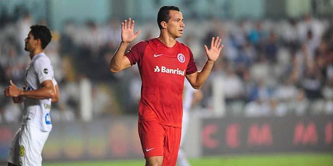 Para a história Leandro Damião comemora o centésimo gol - Leandro Damião chega ao centésimo gol pelo Inter