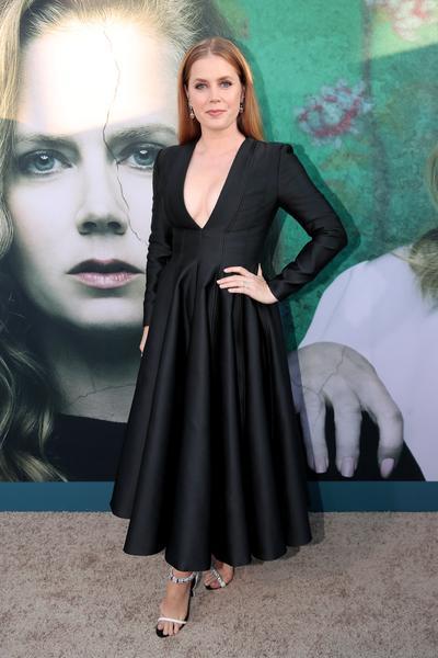 amy adams calvin klein by appointments 6.26.18 getty images web  - Amy Adams veste Calvin Klein para premiere de série da HBO