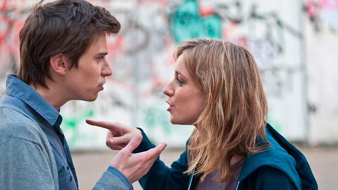 casal - Falta de diálogo e o celular podem arruinar casamento