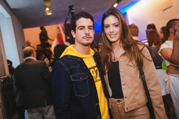 enzo celulari e victoria grendene 2    vestem calvin klein web  - Calvin Klein inaugura primeira flagship store em São Paulo