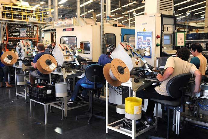 industrias  - Intenção de investimentos da indústria recua 3,1 pontos no trimestre