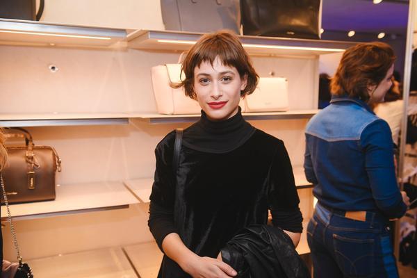 luisa arraes 1   veste calvin klein web  - Calvin Klein inaugura primeira flagship store em São Paulo
