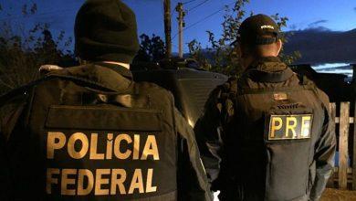 policia federal e policia rodoviaria federal 390x220 - Trinta pessoas são presas na Região Sul por contrabando de cigarros