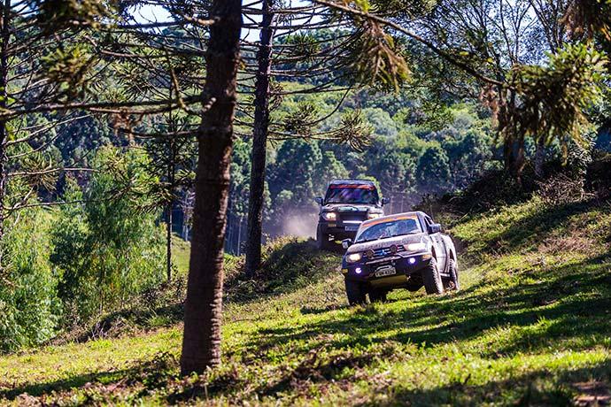 pontagrossa tompapp 841 - Mitsubishi Outdoor com prova especial de dois dias na região do PETAR em SP