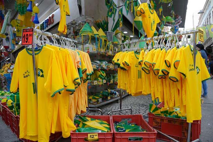 saara camisa - Intenção de compras para a Copa cai pela metade