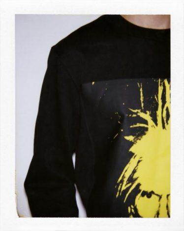 341421 806474 fa18 ckj m aw sp moletom sem capuz.r 359 00jpg web  374x468 - Calvin Klein Jeans apresenta coleção cápsula Andy Warhol