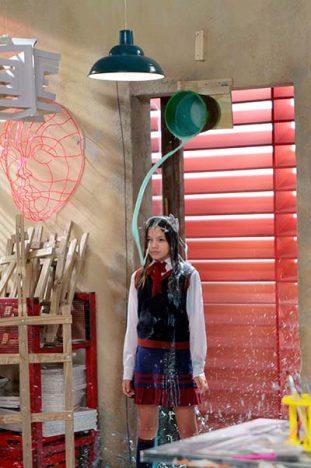Filipa toma banho de Tinta Foto Lourival Ribeiro SBT 5 311x468 - As Aventuras de Poliana - Capítulos 39 a 43