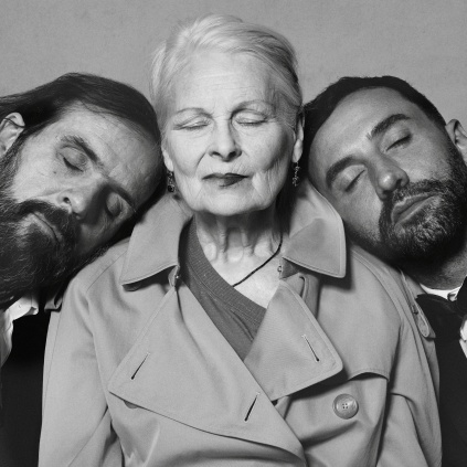Portrait of Riccardo Tisci Vivienne Westwood and Andreas Kronthaler c Courtesy of Burberry Brett Lloyd 001 - Vivienne Westwood fará uma colaboração com a Burberry