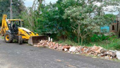 Ruas do bairro Canudos recebem limpeza pela Secretaria de Obras 390x220 - Ruas do bairro Canudos recebem limpeza pela Secretaria de Obras