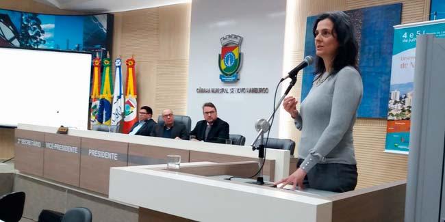 Site 12 - Secretária de Desenvolvimento Econômico participa de Seminário no legislativo hamburguense