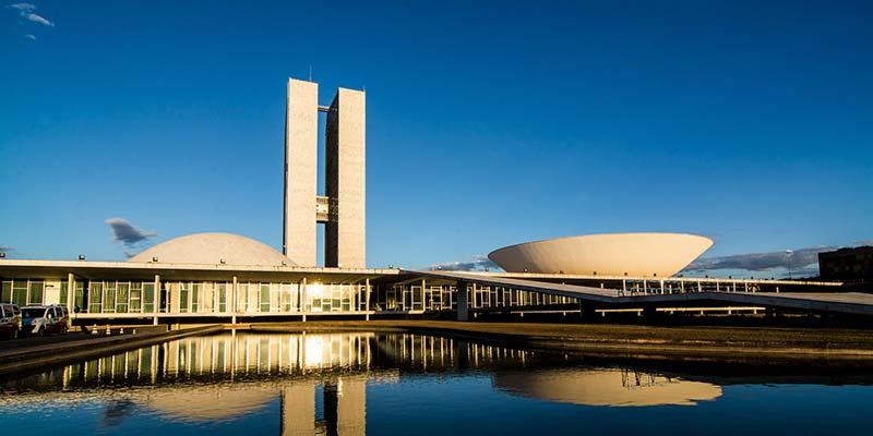 Vista do Congresso Nacional em Brasília Lago e rampa - Dirigentes do Senado e da Câmara se reúnem com Paulo Guedes