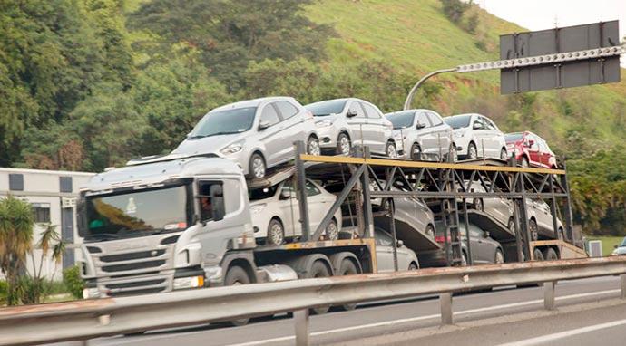 caminhoes - Greve dos caminhoneiros leva indústria a ter a maior queda desde 2008
