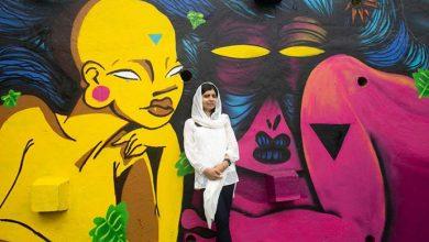 malala rj 390x220 - Malala visita projeto de grafite e assiste a futebol na praia do Rio de Janeiro