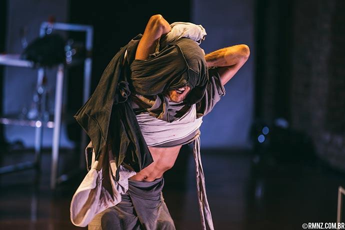 A Salto Alto Entre Incertezas e Exterminios Foto Rodrigo Menezes 2 - Caxias do Sul terá fim de semana de teatro e música