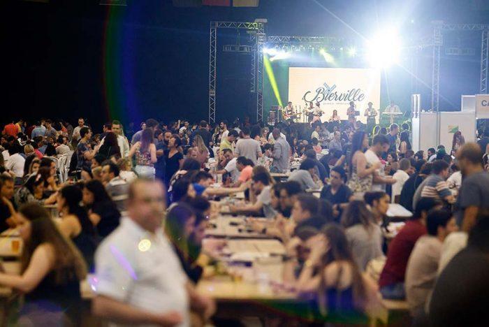 Bierville 1 700x468 - Festa da cerveja de Joinville terá desfile, rótulos artesanais e estacionamento gratuito