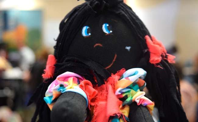 Bonecas produzidas na oficina serão doadas 1 - Economia Solidária realiza oficina de confecção de bonecas