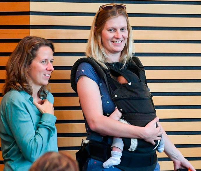 Madeleine Henfling - Deputada alemã é expulsa do plenário por estar com bebê no colo