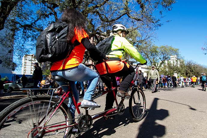 acergs - Passeio inclusivo atraiu uma centena de ciclistas em Porto Alegre