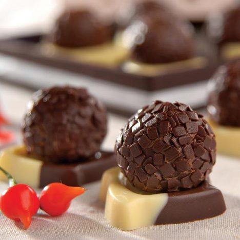 brigadeiro real chocolate melken 468x468 - Diferentes receitas de brigadeiros para alegrar a sua festa