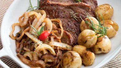 carne com batata 390x220 - Carne acebolada com batata ao alecrim