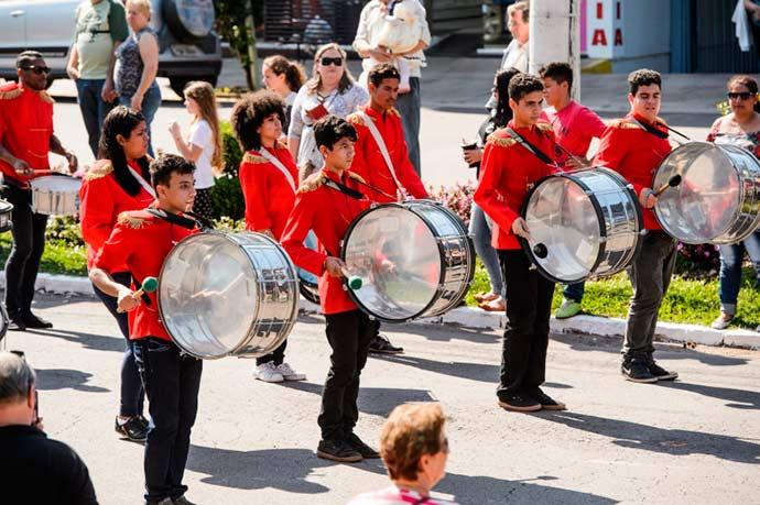 desfile bandas - Bandas Marciais Escolares desfilam neste sábado (25) em Nova Petrópolis
