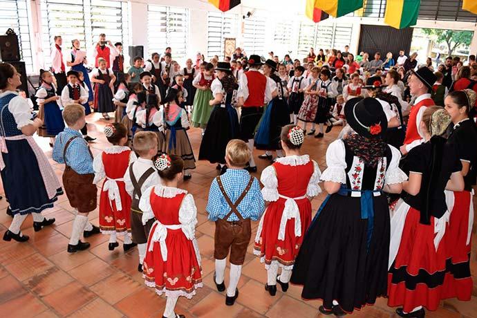 dia folclorico dois irmãos - Dia Folclórico reúne mais de 500 dançarinos em Dois Irmãos