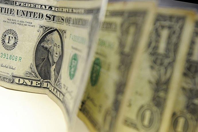 dolar 16 - Dólar fecha o dia cotado a R$ 4,11