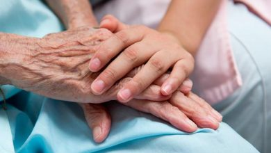 idosos 390x220 - População idosa e o cuidado com as doenças crônicas