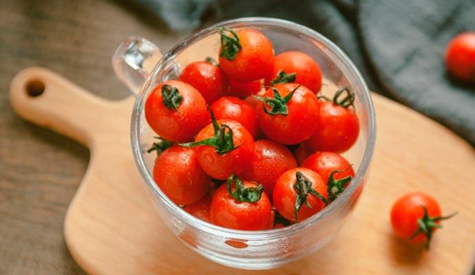 tomate - Alimentos saborosos que ajudam a diminuir o inchaço