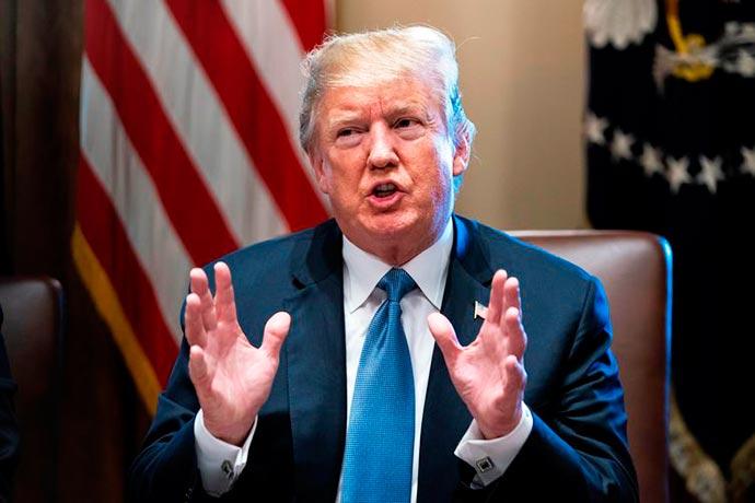trump - Trump assina decretos que aliviam importações de aço para os EUA