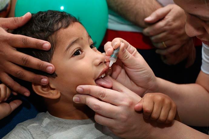 vacinacao - 51% das crianças estão vacinadas contra pólio e sarampo