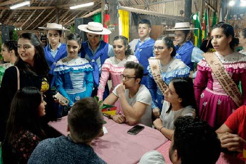 2018 18 09 jantar farroupilhamariana haupenthal 2 - Estudantes internacionais visitam CTG