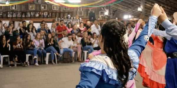2018 18 09 jantar farroupilhamariana haupenthal 5 - Estudantes internacionais visitam CTG