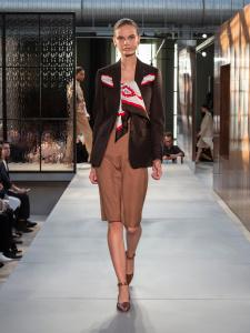Burberry Spring Summer 2019 Collection Look 20 - Riccardo Tisci apresenta sua primeira coleção para a Burberry