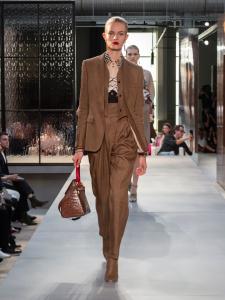 Burberry Spring Summer 2019 Collection Look 32 - Riccardo Tisci apresenta sua primeira coleção para a Burberry
