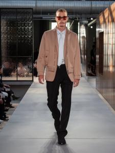 Burberry Spring Summer 2019 Collection Look 62 - Riccardo Tisci apresenta sua primeira coleção para a Burberry