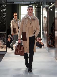 Burberry Spring Summer 2019 Collection Look 63 - Riccardo Tisci apresenta sua primeira coleção para a Burberry