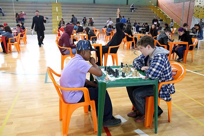 Campeonato Xadrez Jedes - Alunos de Esteio disputam partida de xadrez no Jedes