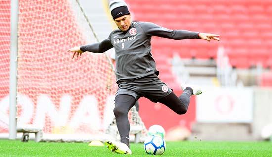 Vitor Cuesta - Inter faz treino reservado para jogo com o Vitória