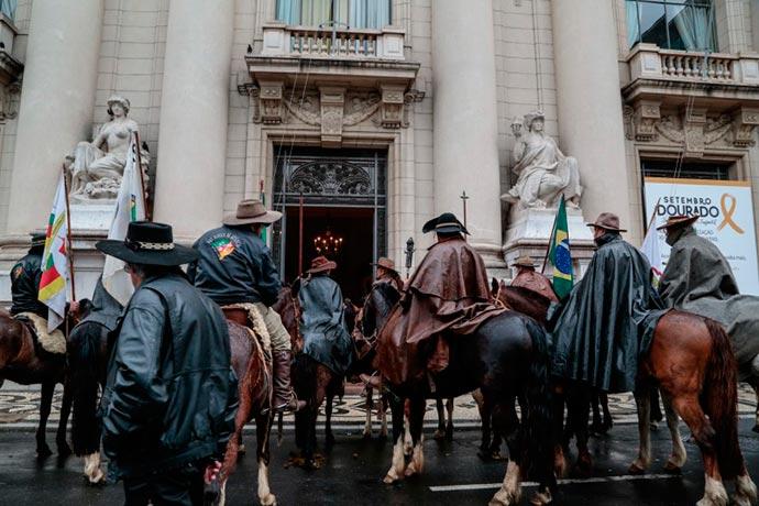 chama crioula - Chama crioula chega ao Palácio Piratini