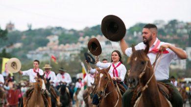desfile farroupilha 390x220 - Desfile do 20 de setembro reúne mais de 10 mil pessoas