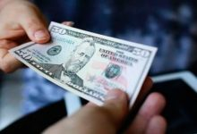 dolar 220x150 - Dólar alto reduz gastos dos brasileiros no exterior