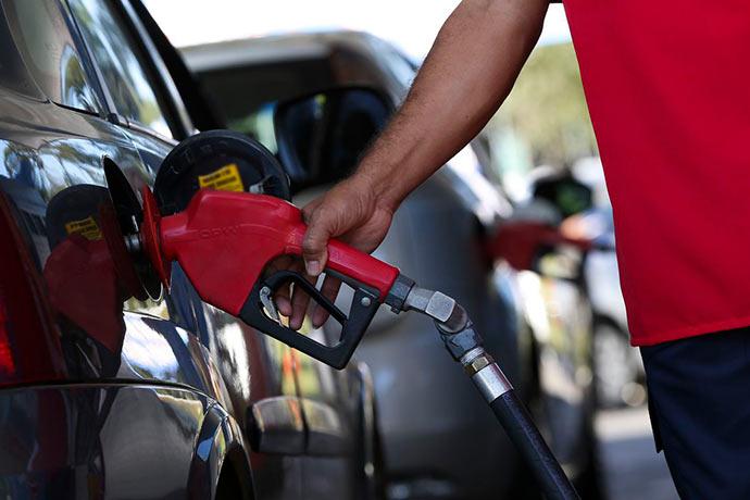 gasol - Consumidores trocam gasolina pelo álcool