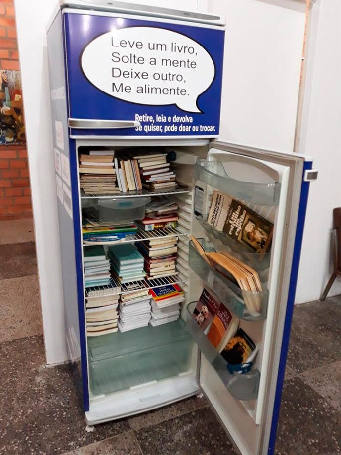 geladeira com livros - Rotary Club São Leopoldo Sul doa geladeira com livros para pediatria do Centenário