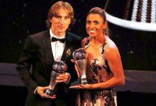 premio fifa modric marta 220x150 - Modric é eleito o melhor jogador do mundo pela Fifa